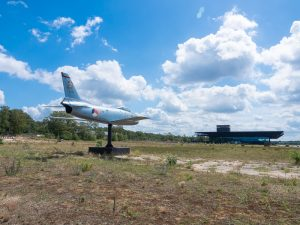 By bike through a National Park in the Netherlands to the Military Museum and the Zoo Fighter Jet