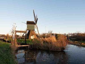Cycling in the Netherlands to Royal Palace Soestdijk through a polder