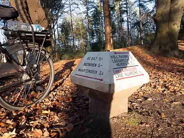 Cycling trhough the woods in the Netherlands to Royal Palace Soestdijk